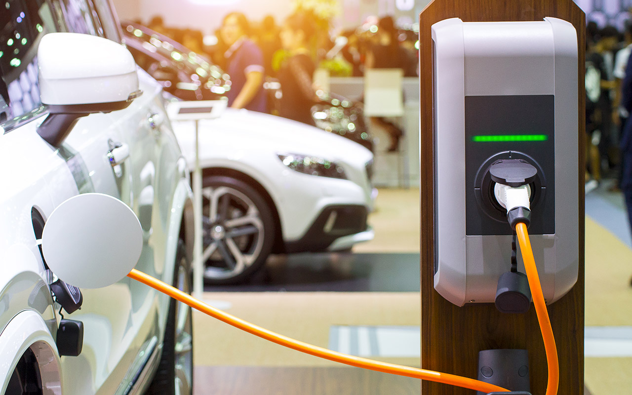 Electric Vehicle Rollout Calls for Public-Private Partnerships